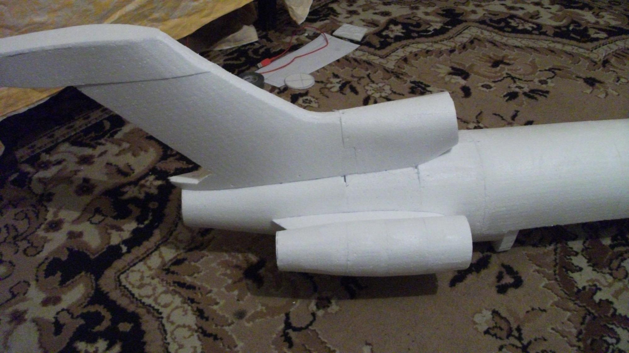 Как сделать большой самолет из картона