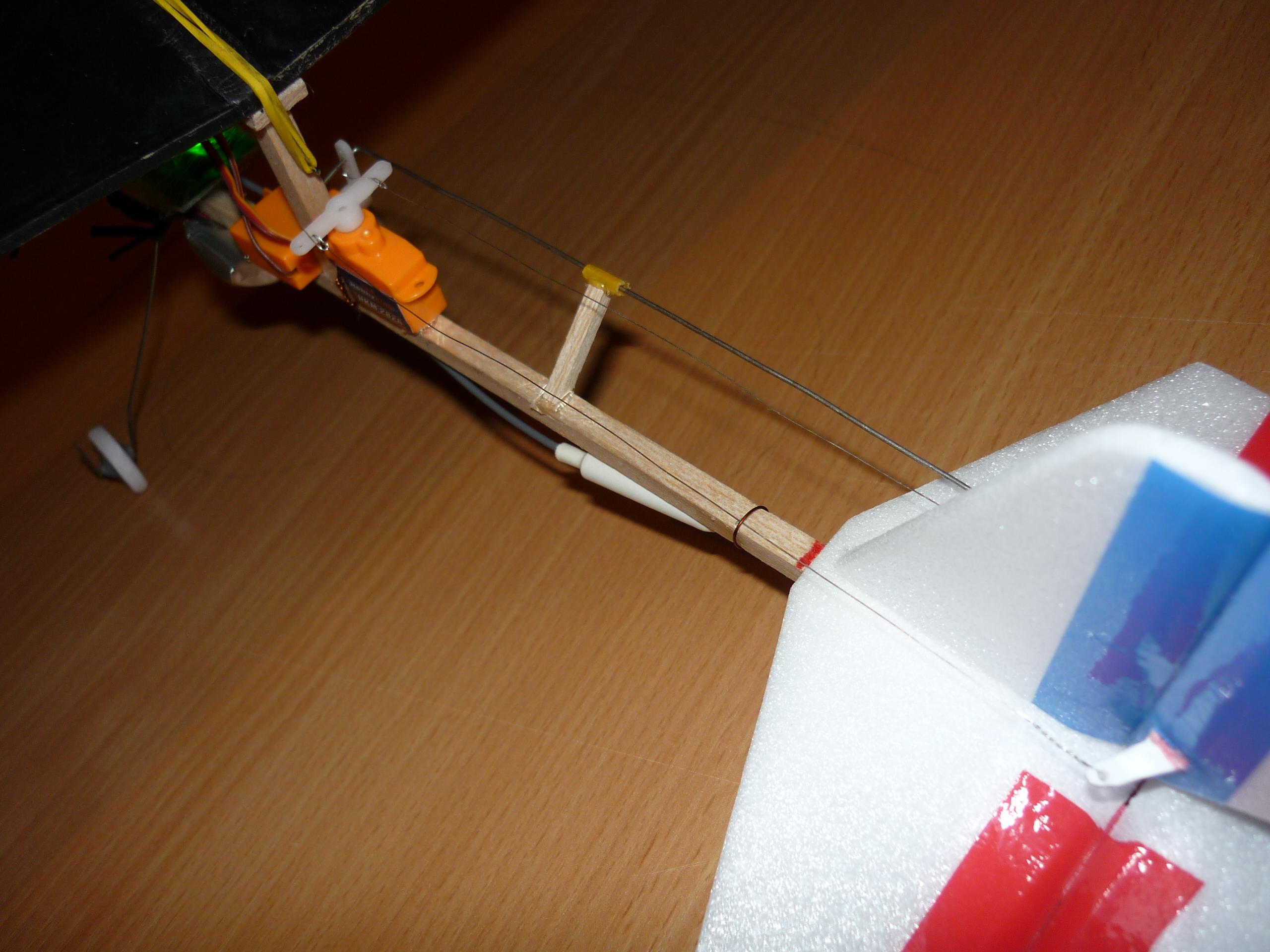 Как сделать самолётик с моторчиком из резинки
