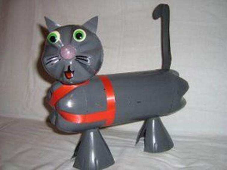 Кот из пластиковых бутылок своими руками