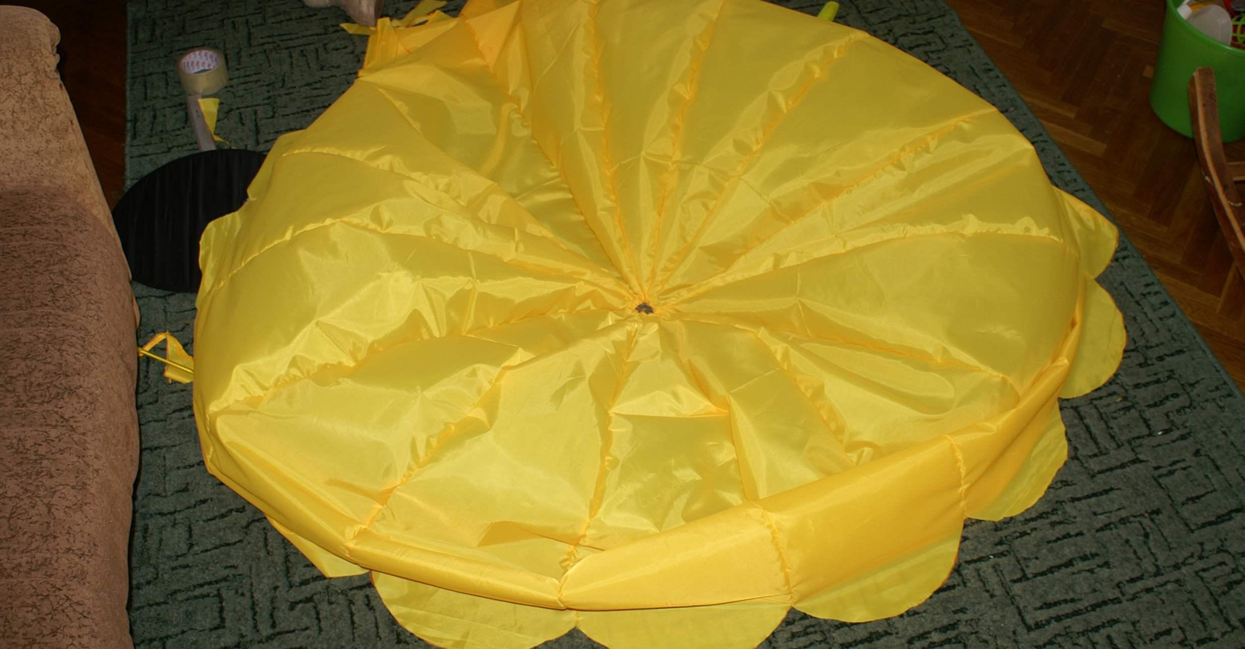 Сделать парашют из ткани своими руками