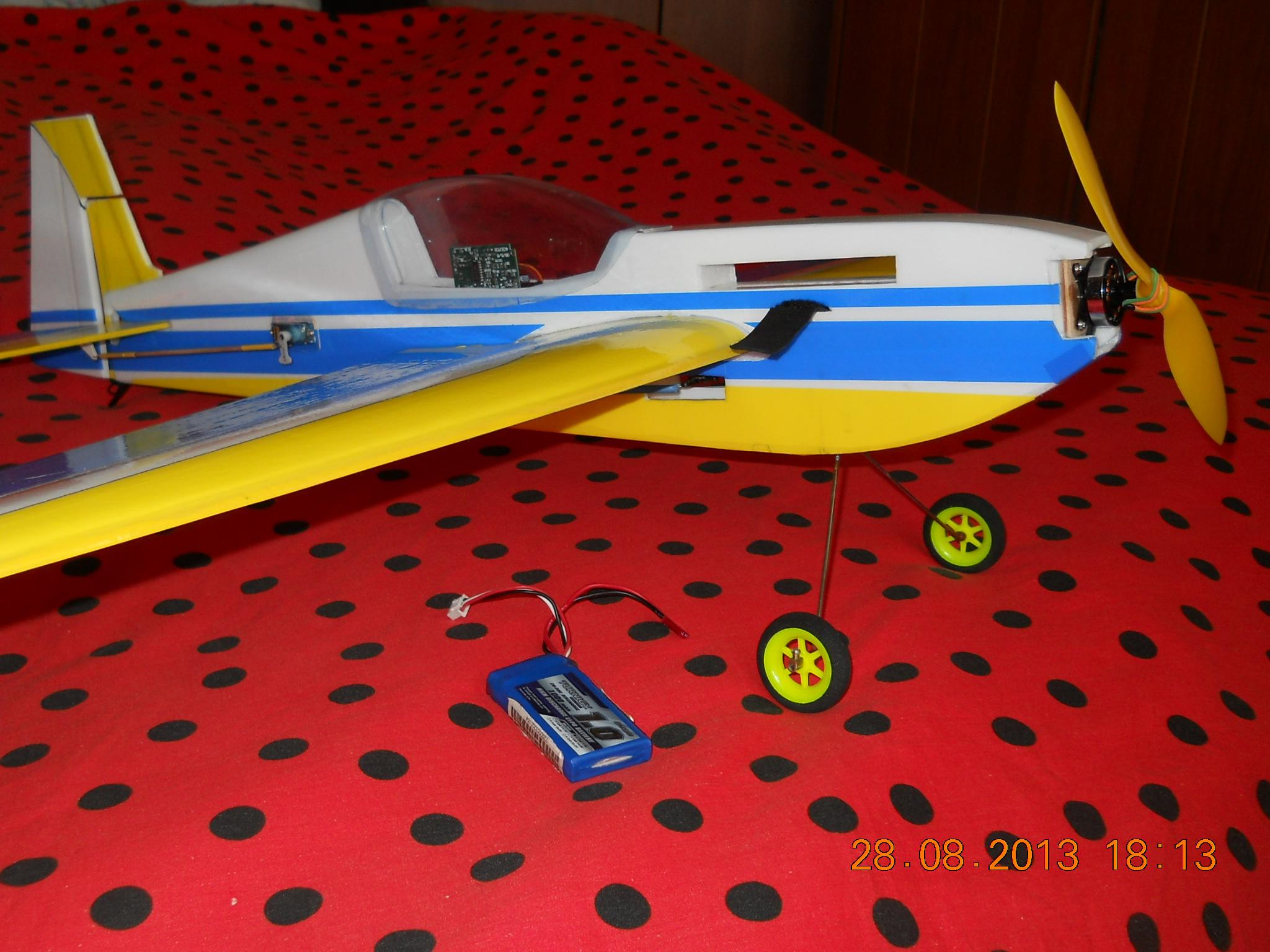 Радиоуправляемый самолёт своими руками из потолочки 886