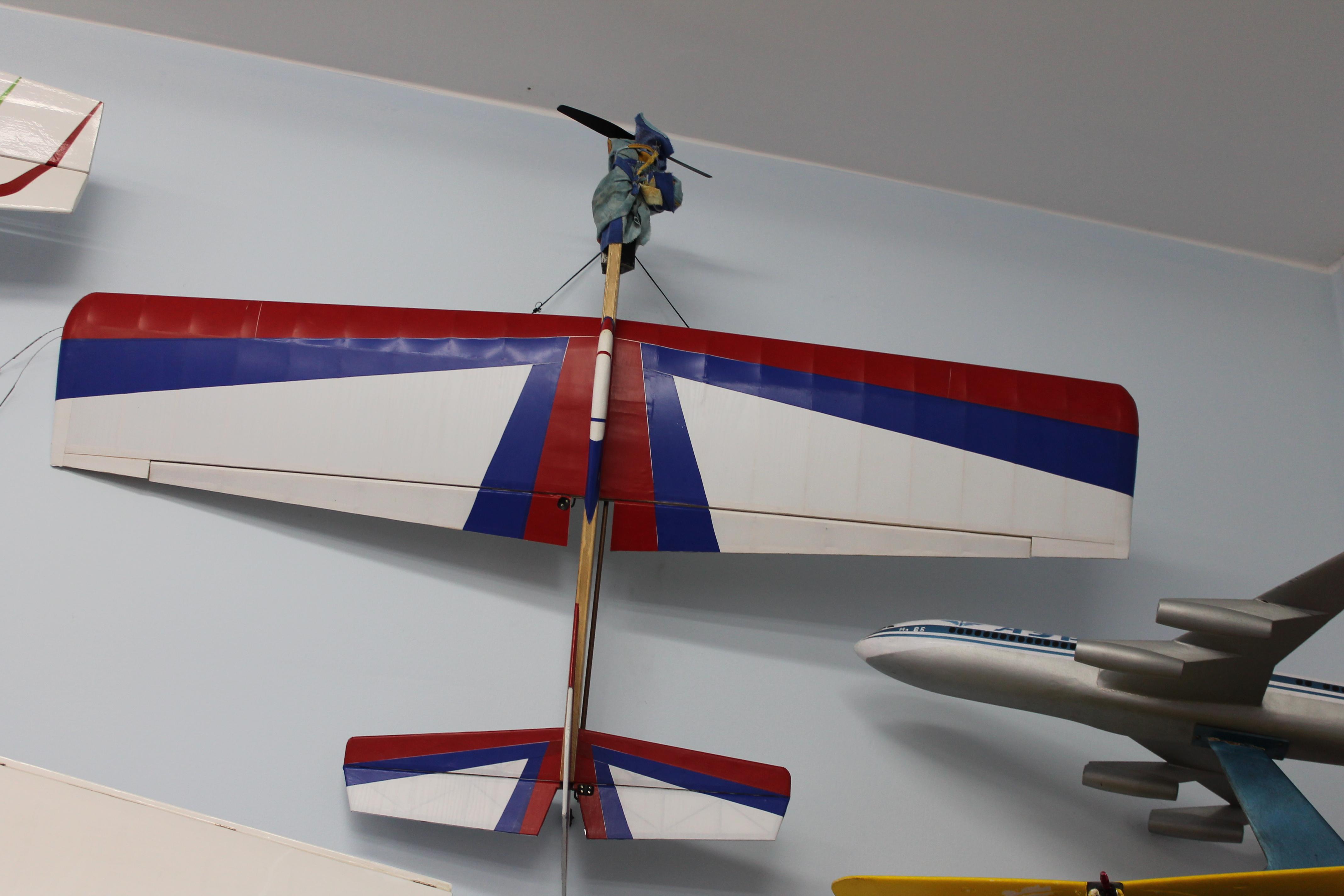 Комнатный самолет своими руками