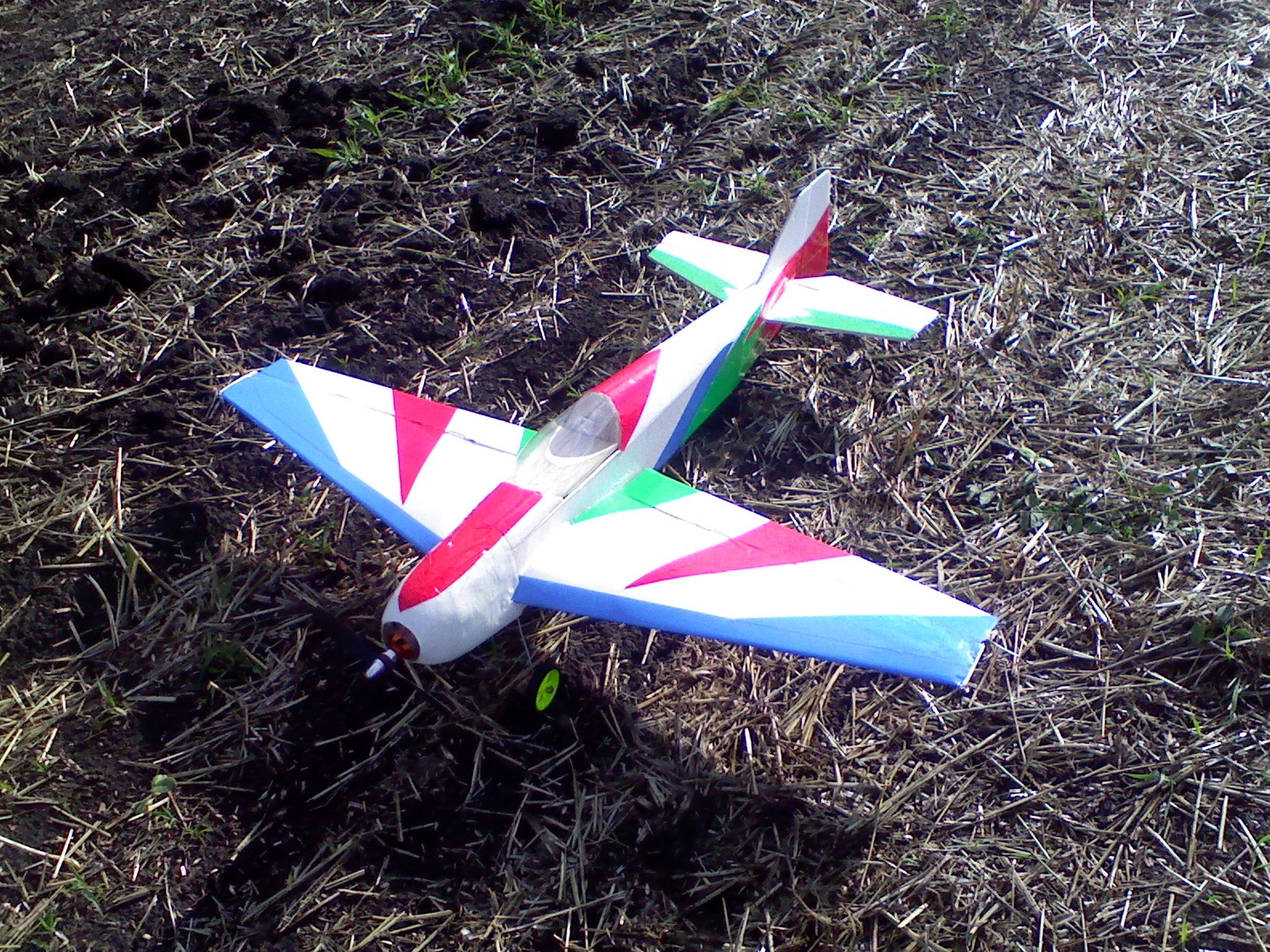 Радиоуправляемый самолёт своими руками из потолочки 744