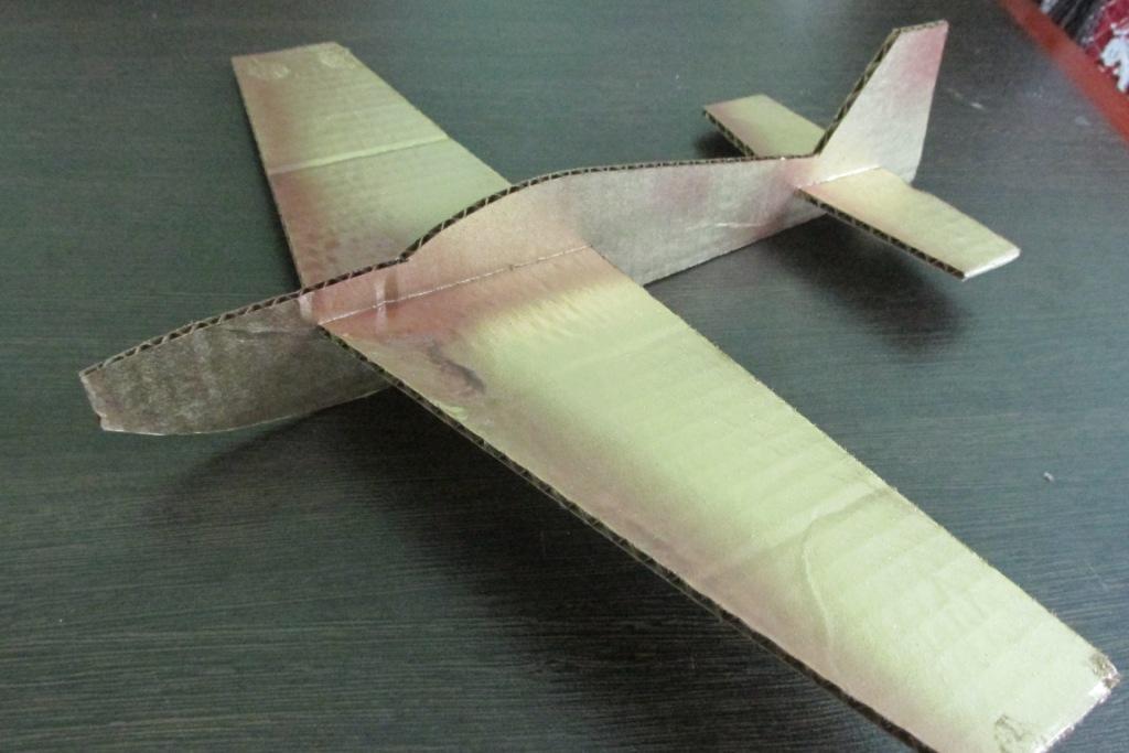 Как сделать самолёт из картона своими руками видео